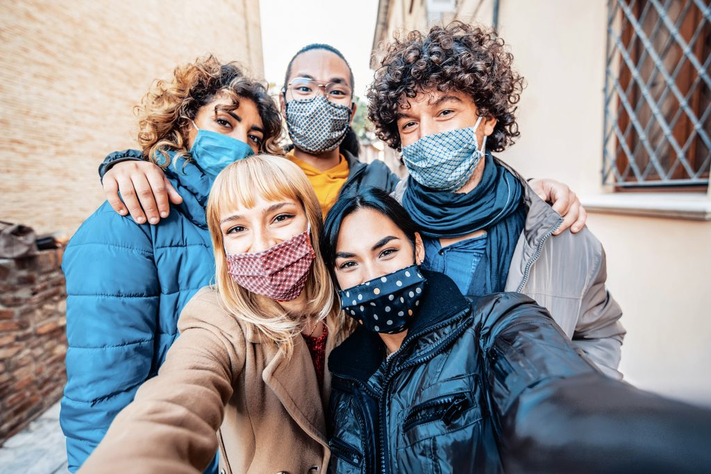 people socializing during the pandemic while wearing masks